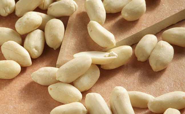 Skins Off Blanched Peanuts